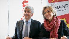 Hervé Morin et Valérie Pécresse signent la convention de coopération interégionale, le 12 janvier 2017.